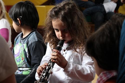 Kinder entdecken Musik mit Musikern des Ensemble Modern